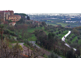 Spectacular landscapes surround Bolgheri and Castagneto-Carducci.